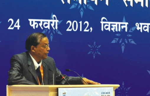 Shri B.K. Sahu, Insurance Commissioner, presenting vote of thanks during the function.