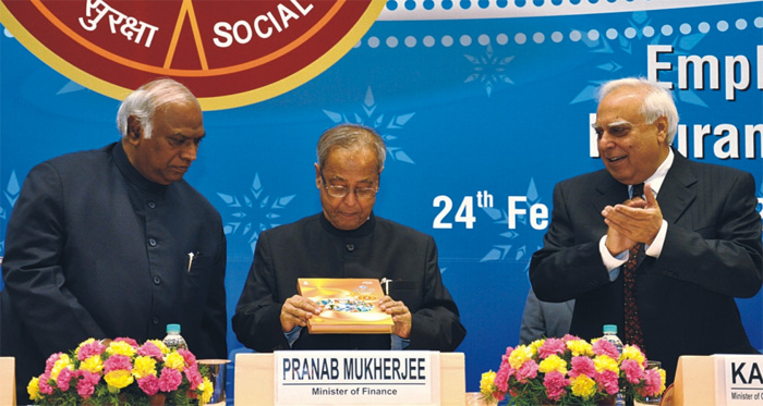 Shri Pranab Mukherjee, Hon'ble Union Minister of Finance, releasing the book 'ESIC- A Sparkling Diamond'.