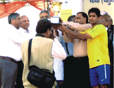 Shri Shekhar Khanna, Captain of ESIC Football team receiving the winner trophy.