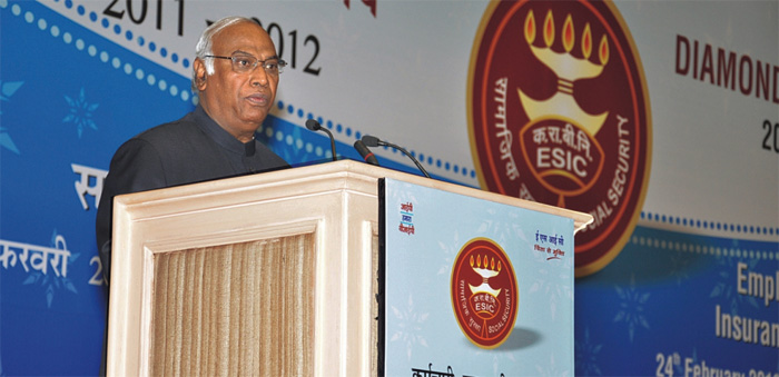 Shri Mallikarjun Kharge, Hon'ble Union Minister of Labour and Employment, sharing his insightful thoughts.
